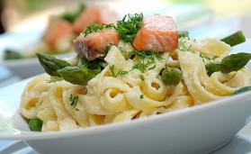 Pâtes au saumon et asperges vertes pour 4 personnes