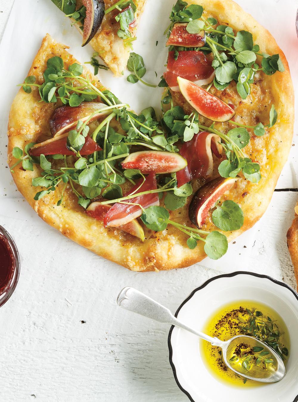 Pizza au canard séché, aux figues et au cresson | ricardo