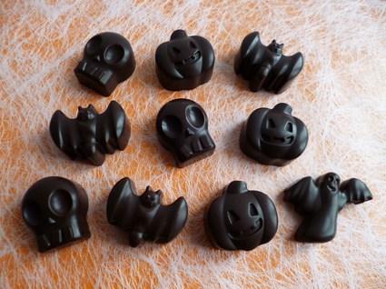 Recette de chocolats noirs d'halloween aux graines d'anis, de lin et ...