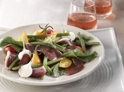 Recette de salade de magret fumé, haricots verts et tomates cerise ...