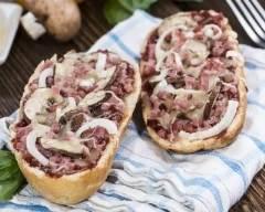 Recette pizzas baguettes aux champignons et aux lardons