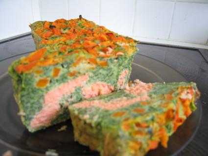Recette de cake au saumon, épinards et carottes
