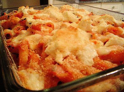 Recette de gratin de pâtes à la tomate et aux champignons