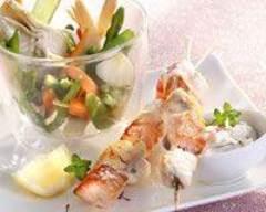 Brochettes de lotte et saumon, jardinière de printemps | cuisine az