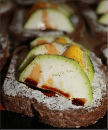 Recette de tartine courgette tomate jaune fromage aux fines herbes ...