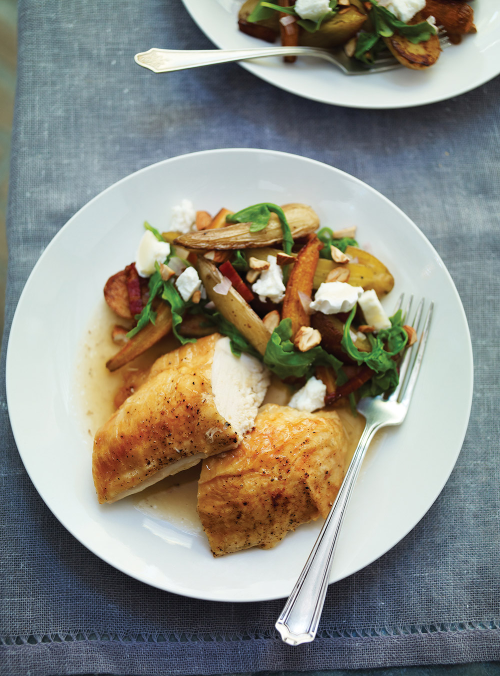 Poulet et salade de légumes rôtis au fromage de chèvre | ricardo