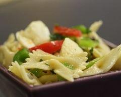 Recette salade de pâtes aux tomates et à la mozzarella
