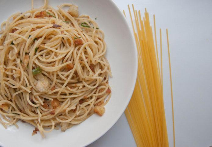 Spaghetti à la mie de pain