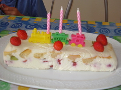 Recette de terrine fondante aux kiwis, fraises et chocolat blanc