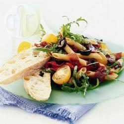 Recette salade de pâtes à la bresaola et aux olives noires – toutes ...