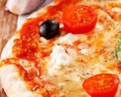 Recette pizza aux 2 tomates et à la féta