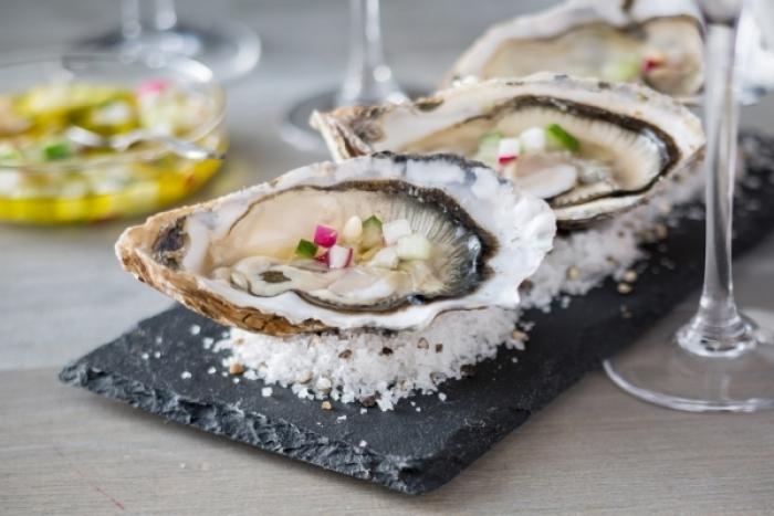 Recette de huîtres, sauce vierge de radis et concombres rapide