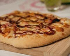 Recette pizza au poulet, bacon et sauce barbecue