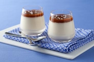 Recette de panna cotta vanillée, sauce caramel à la fleur de sel ...
