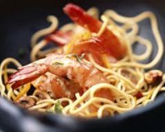 Recette nouilles chinoises aux gambas et au basilic au wok
