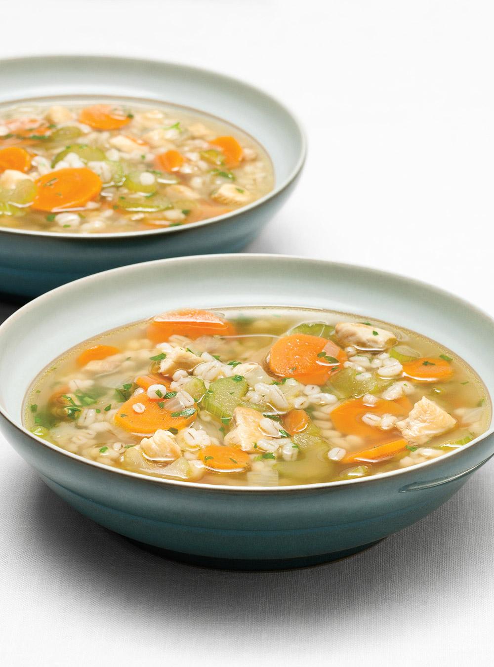 Soupe réconfortante à l'orge et au poulet | ricardo