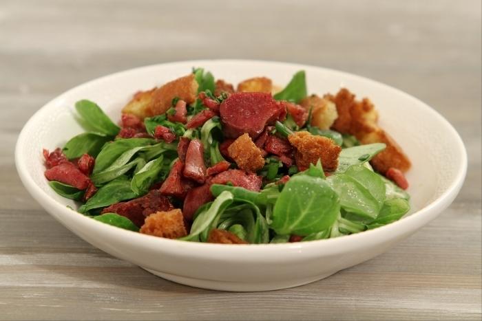 Recette de salade de mâche aux gésiers de canard et croûtons ...