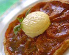 Recette fine tarte aux tomates, basilic et cabécou du périgord