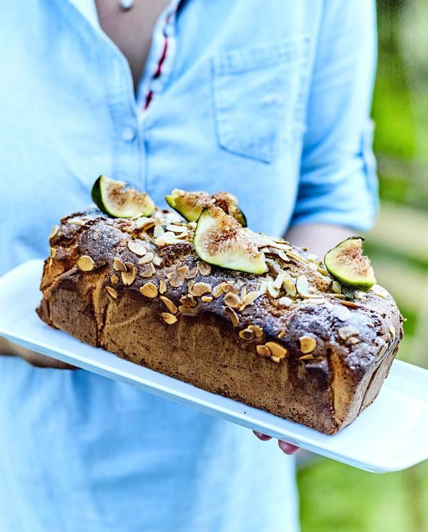Cake aux figues, chèvre et amandes pour 4 personnes