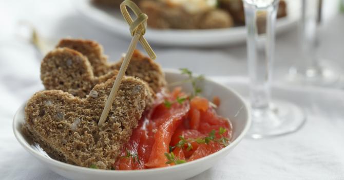 Recette de toasts coeurs de saumon mariné au gingembre