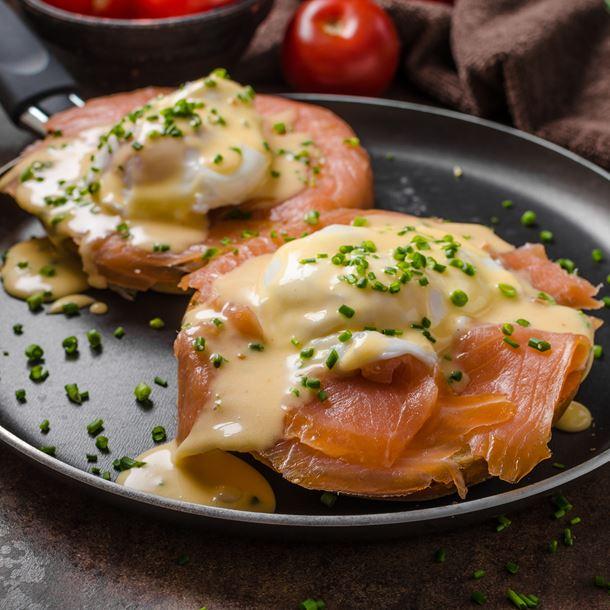 Recette oeuf bénédictine au saumon fumé sur croissant toasté ...