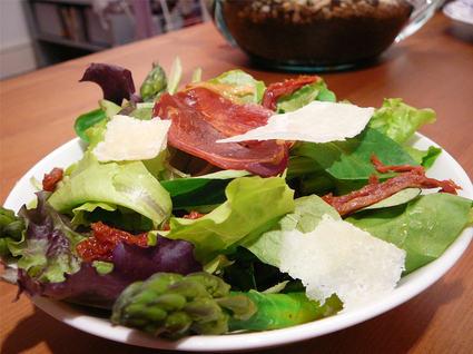 Recette de salade asperges, tomates séchées et parmesan