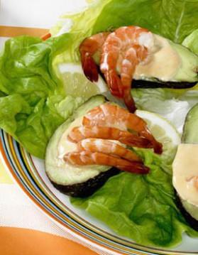 Avocat aux crevettes sauce cocktail pour 4 personnes