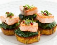 Recette toasts d'aubergines panées au saumon et épinards