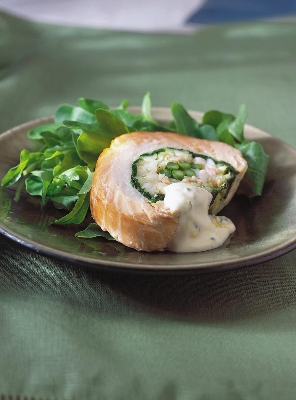 Rôti de saumon froid farci aux crevettes et aux légumes   ricardo