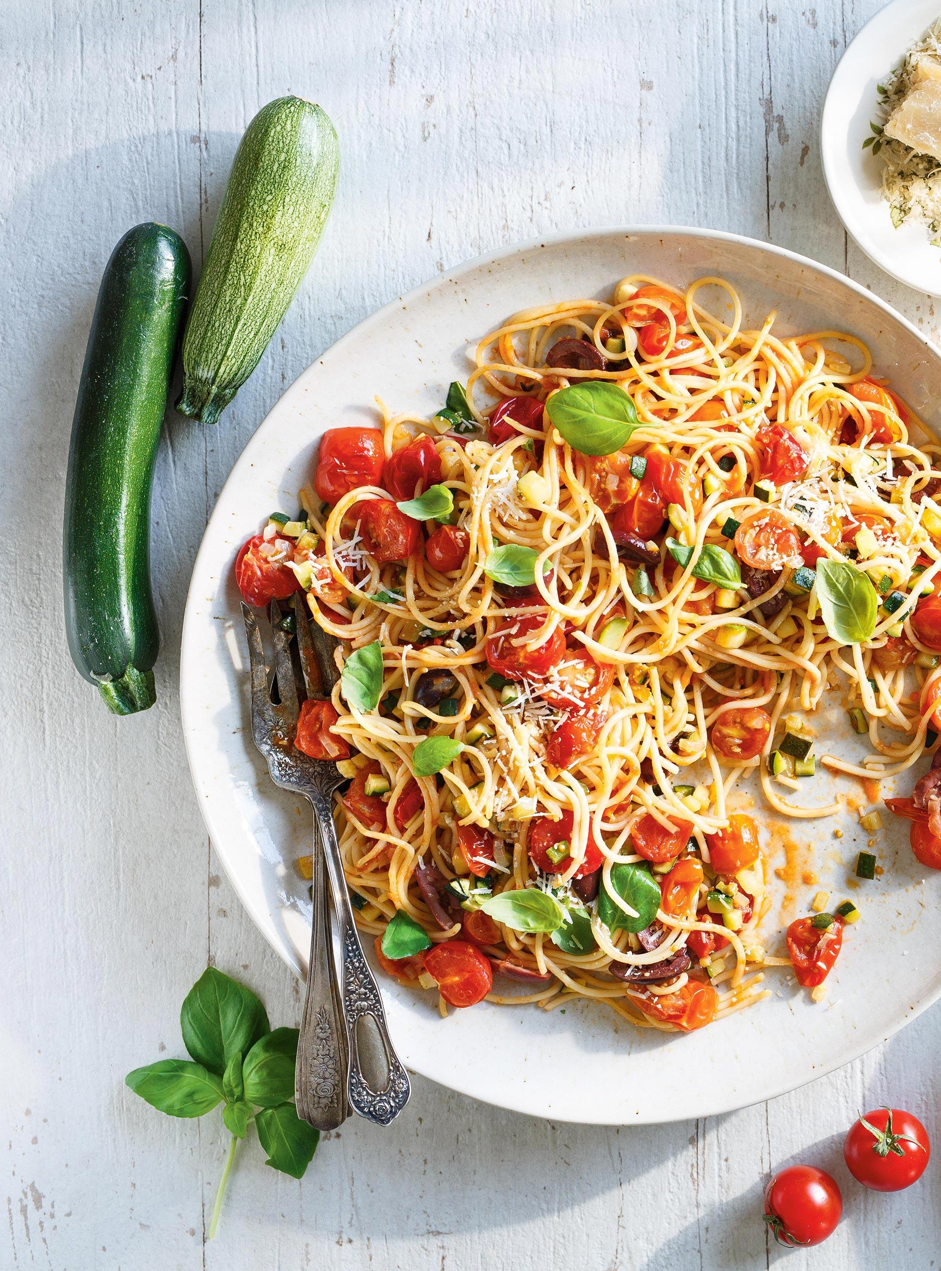 Spaghettis aux tomates cerises et aux courgettes | ricardo
