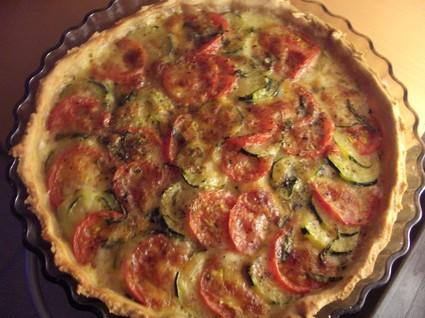 Recette de tarte aux tomates, thon et fromage