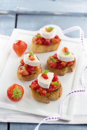 Recette de tartines aux fraises, framboises, basilic et en cas de ...