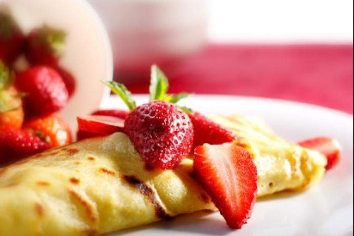Recette de petites crêpes au sirop d'érable et fraises rapide