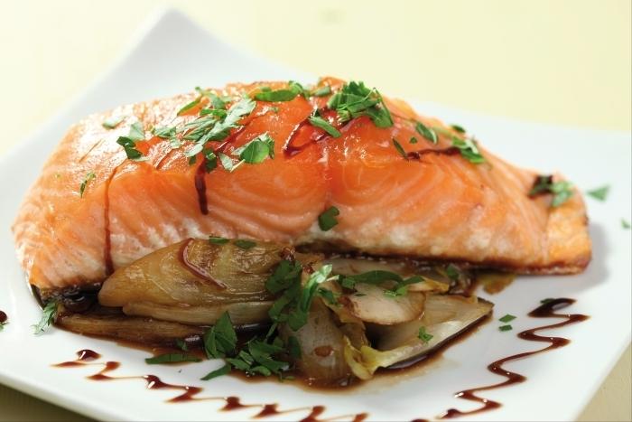 Recette de dos de saumon à l'unilatérale, chicons croquants à la ...