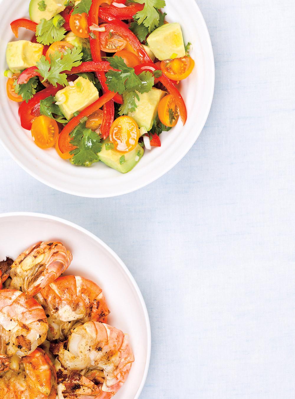 Crevettes grillées et salade d'avocat | ricardo