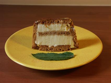 Recette de charlotte de pain d'épice glacée à la vanille