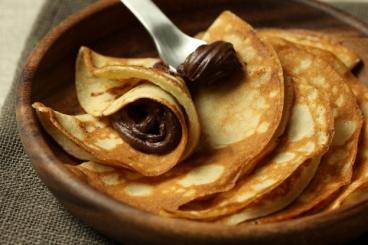 Recette de mini crêpes, sauce chocolat facile et rapide