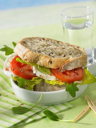 Recette de sandwich aux tomates et au chèvre