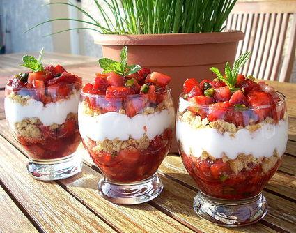 Recette de tartare de fraises, pistaches et sablés