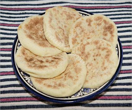 Recette de pain marocain (batbout) farci aux carottes