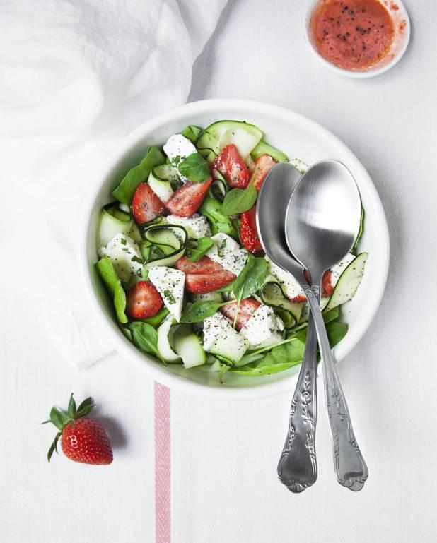 Salade fraises, courgettes, feta pour 4 personnes