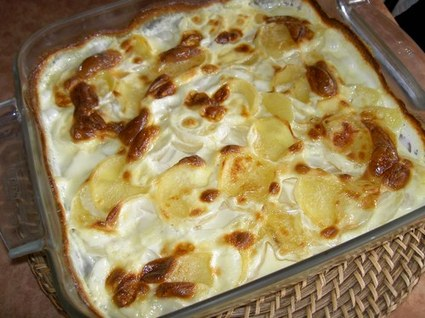 Recette de gratin de pommes de terre à la crème fraîche et à l'ail