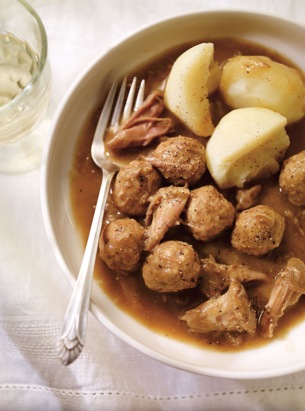 Ragoût de boulettes et de pattes de cochon | ricardo