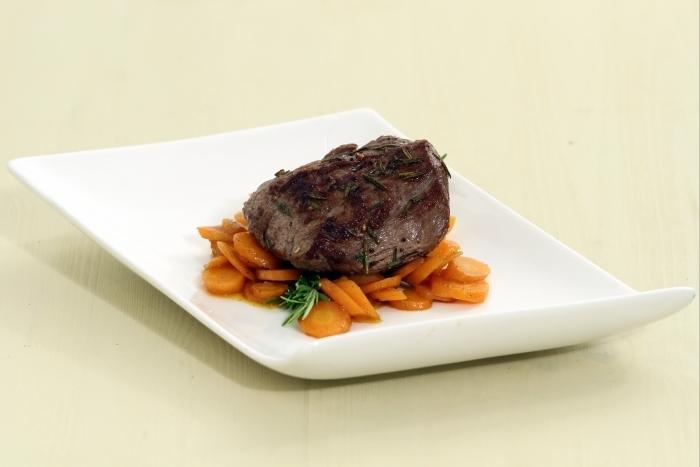 Recette de pavé de boeuf grillé mariné au romarin, carottes au cumin