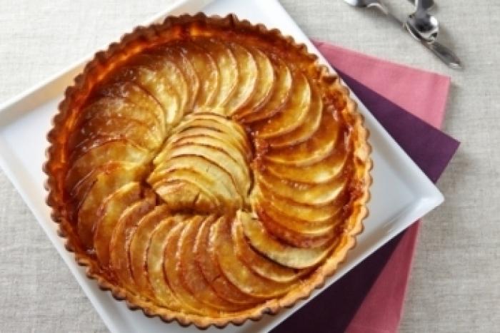 Recette de tarte aux pommes et crème d'amande au caramel facile ...