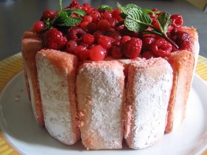 Recette de charlotte rose aux fruits rouges