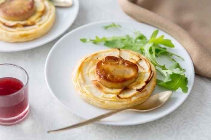 Recette de tarte fine de pomme et foie gras, coulis de porto facile