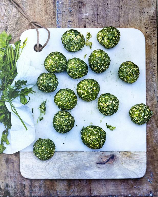 Boulettes vertes de poulet au kale et épinards pour 6 personnes ...