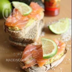 Recette toasts au guacamole et au saumon – toutes les recettes ...