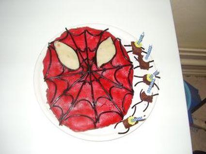 Recette de gâteau d'anniversaire au chocolat spiderman
